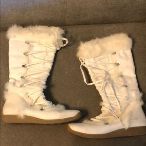 White lace-up Bakers boots with fur trim